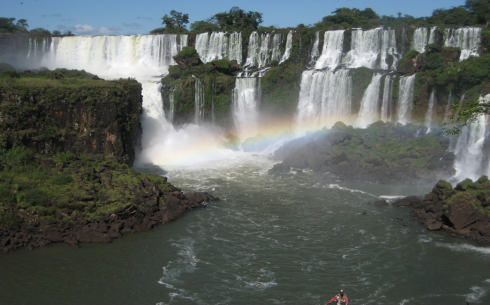 Iguazu_Falls_with_Rainbow.png