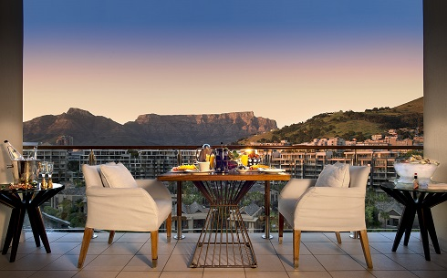 OneAndOnly_CapeTown_Accommodation_TableMountainSuite_BalconyDining_HR